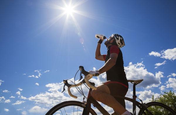 Ciclista com isotônico