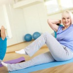 Mulheres adultas se exercitando