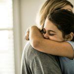 6 Razões Pelas Quais um Abraço Faz Muito Bem à Saúde