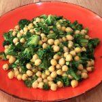 Receita de Salada de Grão-de-Bico para Almoço ou Jantar para Gordura no Fígado