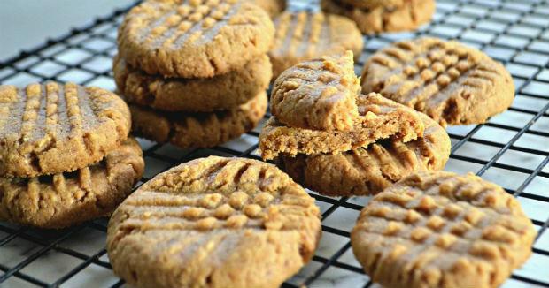 Cookies de pasta de amendoim low carb