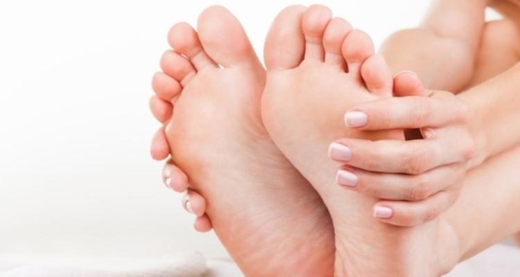 dor no dedo mindinho do pé