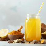Receita de suco de chá verde, limão, gengibre e mel para imunidade